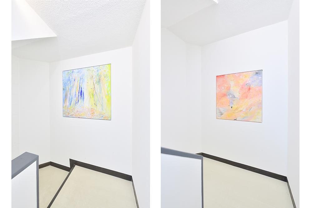 階段踊り場に付けられたアート作品